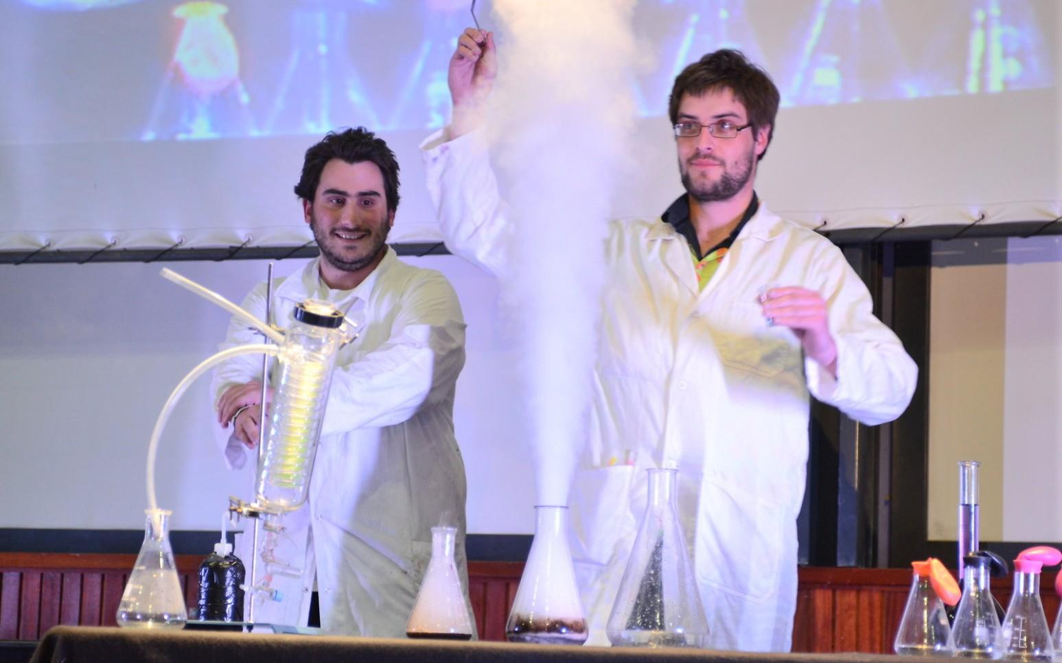 Etudiants présentent un show scientifique
